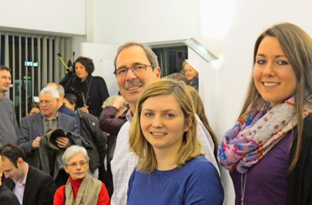 Bezirksvorsteher Reinhard Möhrle und die Sozialpädagoginnen Patrycja Przybilla und Katja Demel (v. l.)haben die Gründung des Flüchtlingsfreundeskreises geleitet. Foto: Sybille Neth