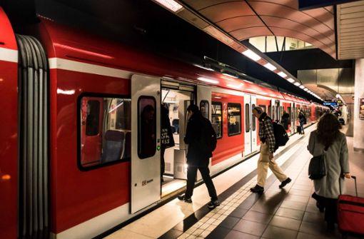 Defekte Tür legt S-Bahnen im Berufsverkehr lahm