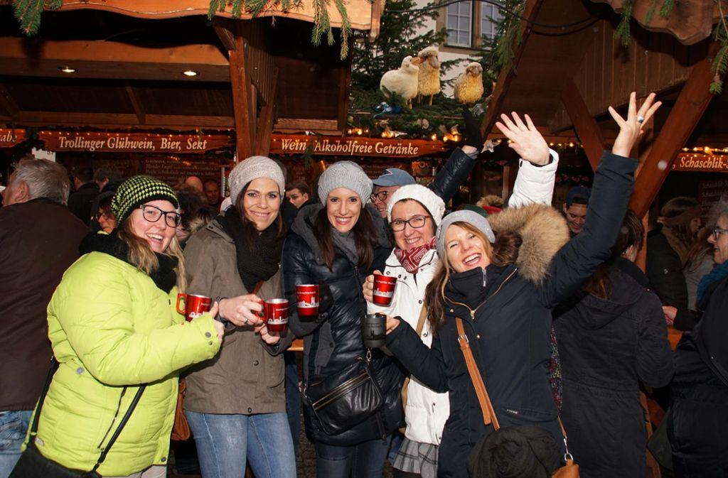 Gegen Schmuddelwetter hilft am besten Glühwein auf dem Weihnachtsmarkt – oder die alkoholfreie Variante. Foto: Andreas Rosar Fotoagentur-Stuttgart