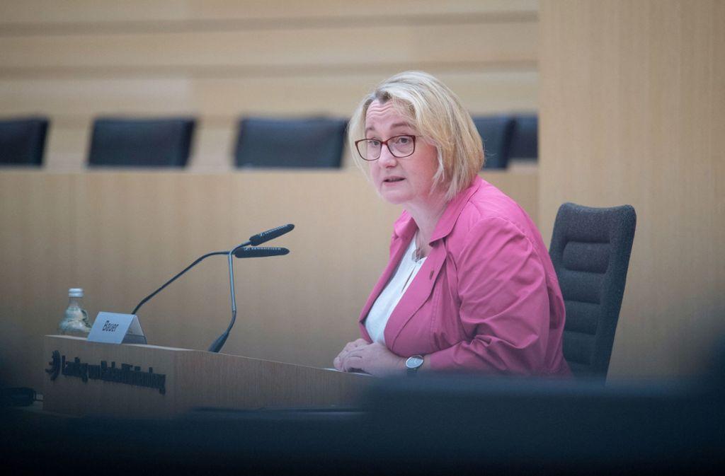 Als Zeugin im U-Ausschuss: Ministerin Thersia Bauer Foto: dpa