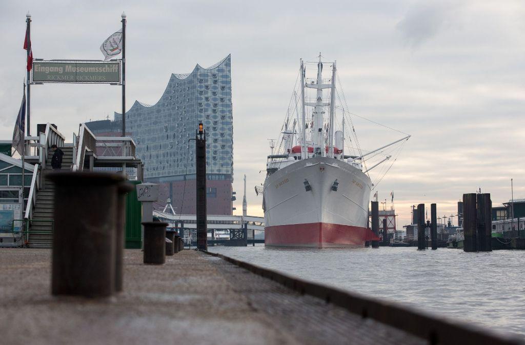 Im Hamburger Hafen wurde eine Wasserleiche entdeckt – vermutlich handelt es sich um Timo Kraus. Foto: dpa