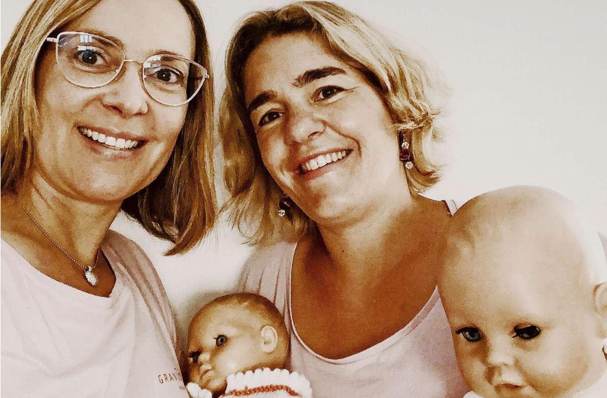 Kira Neumann (links) hat selbst lange im Ausland gelebt und weiß, wie verloren man sich in der Fremde fühlen kann. Zusammen mit  Christine Krämer möchte sie ausländischen Frauen helfen, sich schwanger oder mit Baby im Raum Stuttgart zurechtzufinden. Foto: privat