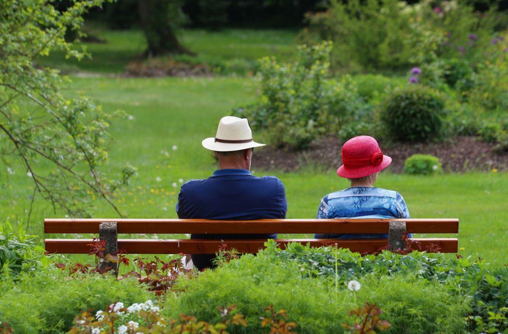 Nicht alle Rentner sind so entspannt: Das Rentenniveau ist bis 2025 gesichert Foto: dpa