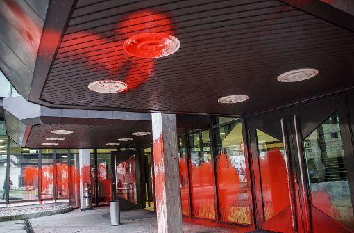 Ein Fall  vom Januar: Vandalismus am Landgerichtsgebäude in Stuttgart. Foto: SDMG