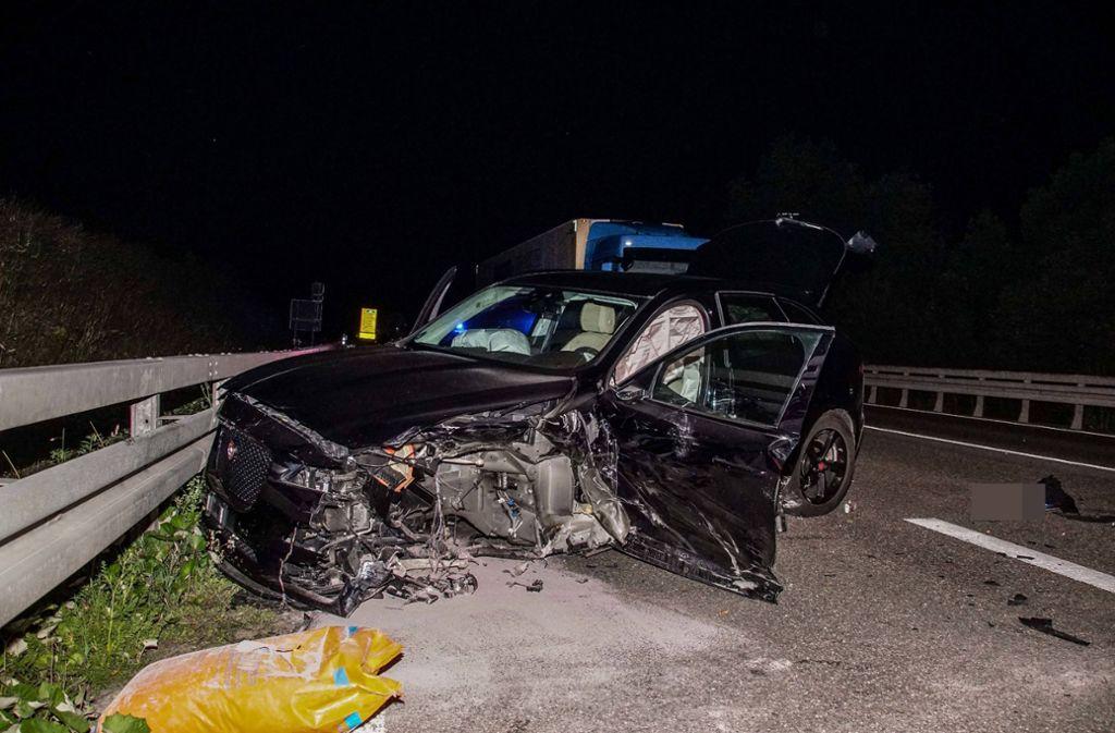 In der Nacht zum Dienstag hat eine Jaguar-Fahrerin einen heftigen Crash verursacht. Foto: SDMG