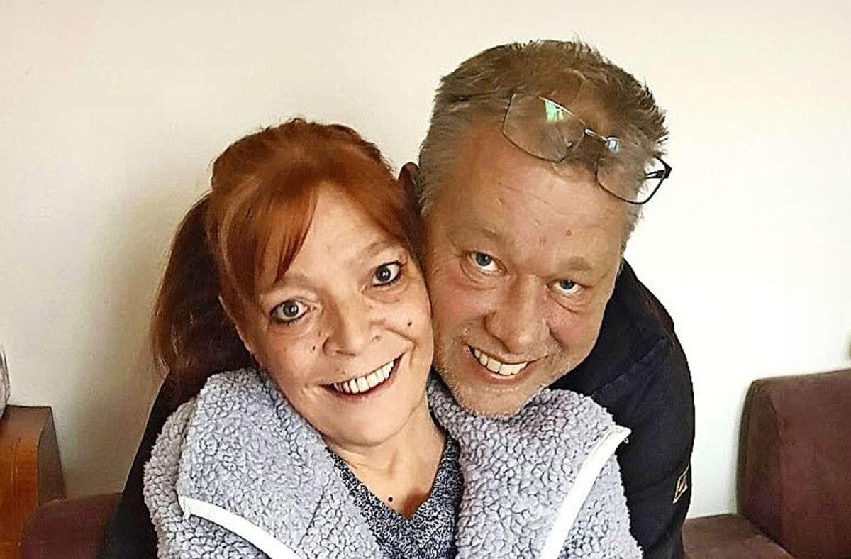 Sie waren eng miteinander verbunden:  Doris Merget und ihr  Bruder Uwe Weidenbach.  Die 61-Jährige infizierte sich in der Nürtinger Klinik mit dem Coronavirus. Foto: Gottfried Stoppel