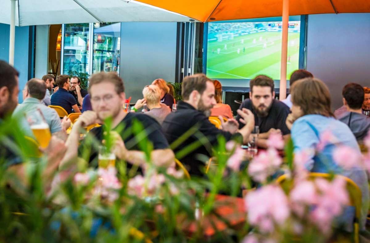 Auch zum Fußballgucken bei großen Turnieren war die Rote Kapelle am Feuersee sehr beliebt. Foto: Lichtgut/Julian Rettig