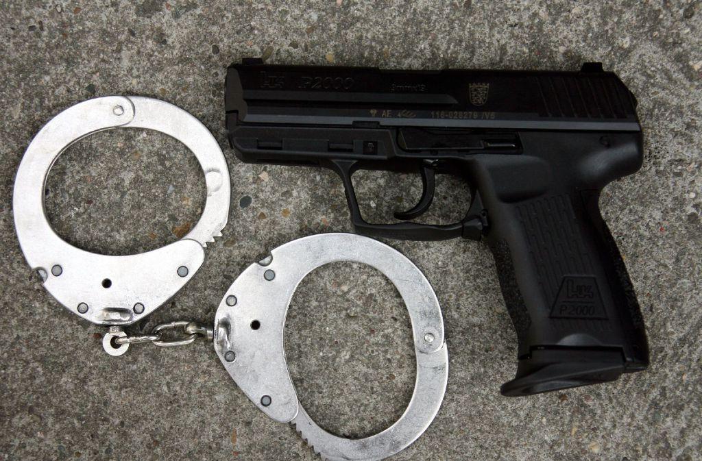 Die Polizei kontrollierte am Freitag einen Waffenträger auf der Königstraße (Symbolbild). Foto: dpa