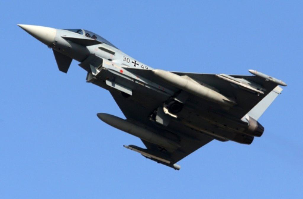 Ein Eurofighter der Bundeswehr im vergangenen März beim Training nahe der Ostsee (Symbolbild). Deutsche und britische Kampfjets haben nach Nato-Angaben in den vergangenen beiden Tagen russische Militärflugzeuge abgefangen. . Foto: dpa