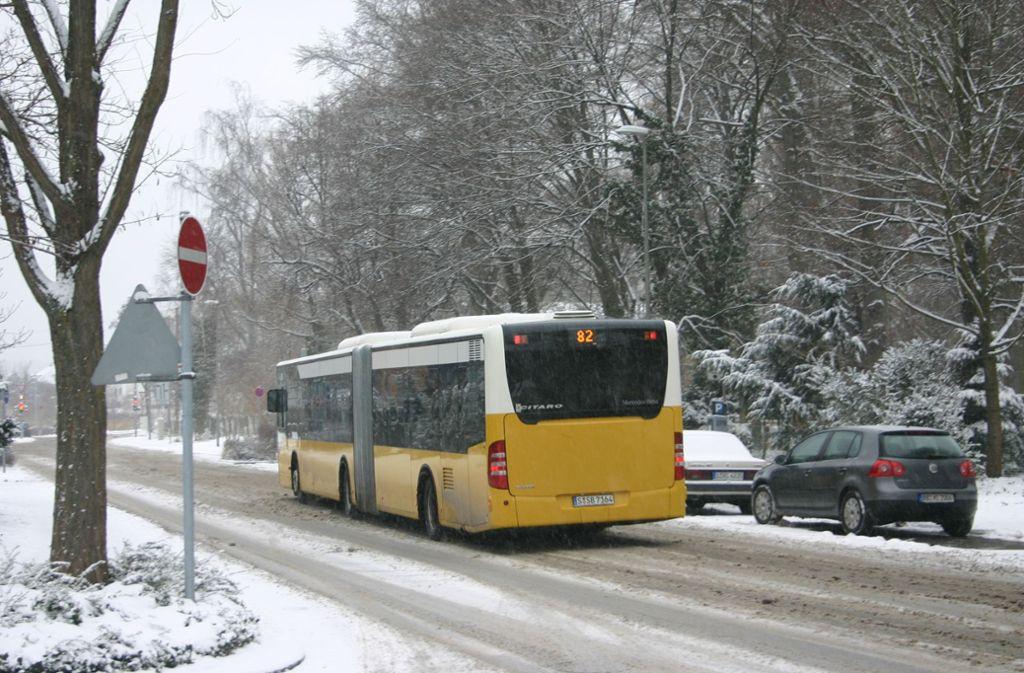 Schnee und Eis stellen den Bus nicht selten vor Schwierigkeiten, insbesondere an Steigungsstrecken. Foto: