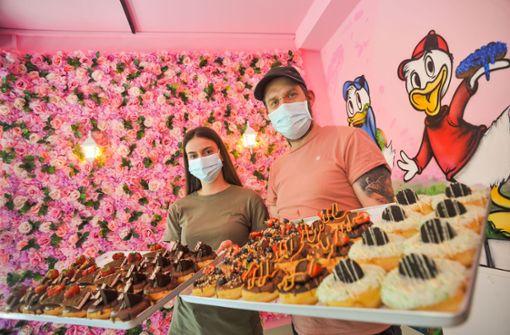 Süß und klebrig – Schlange stehen für Donuts und Bubble Tea