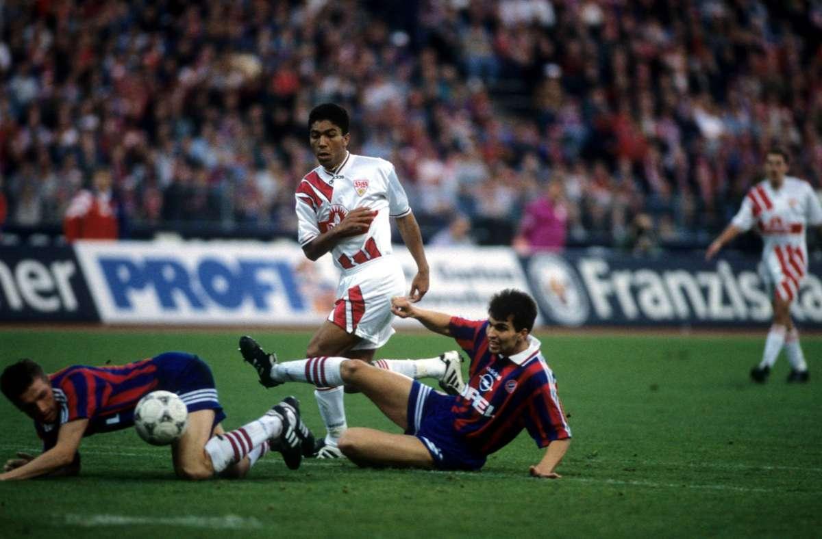 In seiner Zeit beim  VfB Stuttgart hat Giovane Elber (Mitte) den FC Bayern einst mächtig geärgert. In unserer Bildergalerie sehen Sie kuriose Momente aus der Karriere des brasilianischen Torjägers. Foto: imago