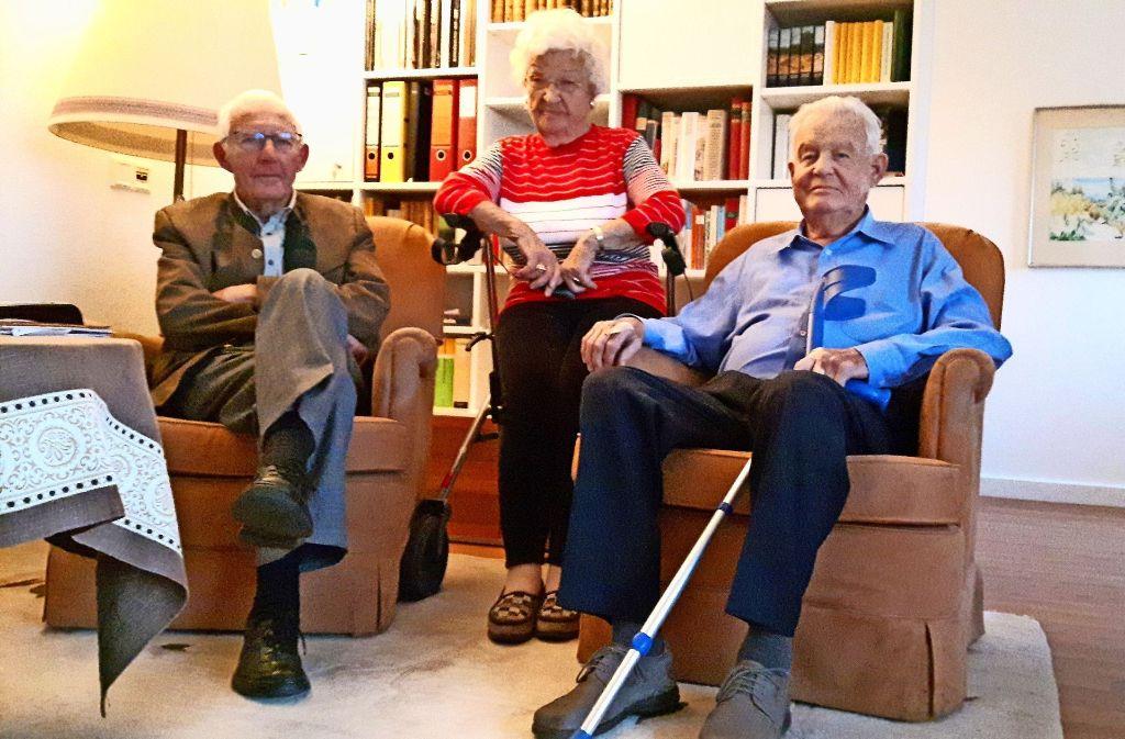 Das Trio Heinz Gaisser, Erika Moik und Frank Beutter (v. li.) hat hartnäckig  für die Bewohner gekämpft. Foto: Eva Funke