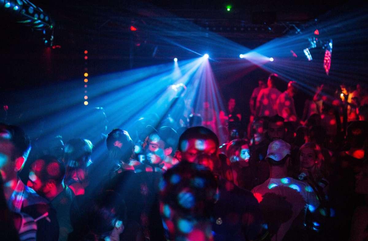Auf ausschweifende Partys  müssen junge Leute schon seit Langem  verzichten. Foto: dpa