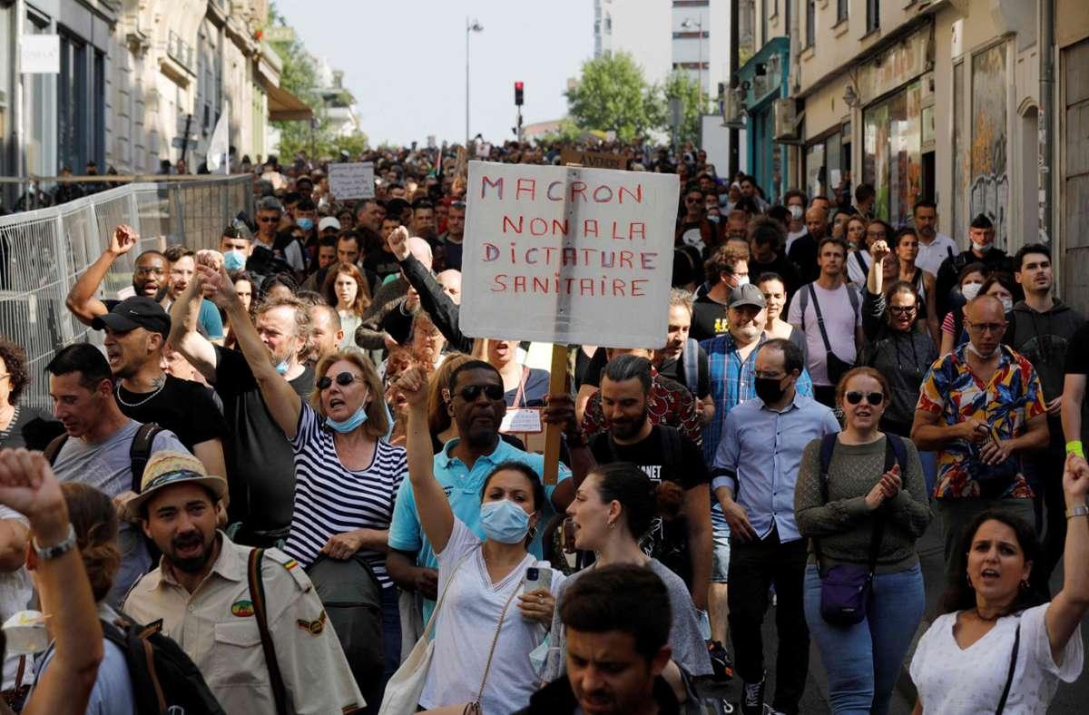 In Paris gingen allein 18.000 Menschen auf die Straße. Foto: AFP/GEOFFROY VAN DER HASSELT