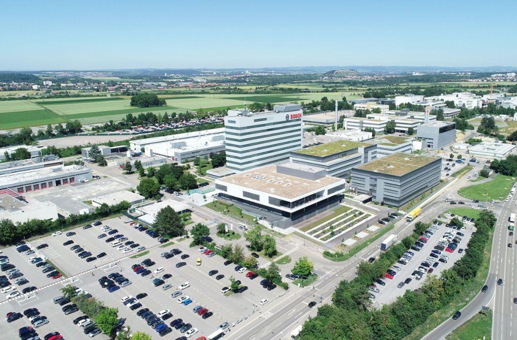 Der Entwicklungsstandort von Bosch in Schwieberdingen aus der Luft: In der vorderen Bildmitte befindet sich  die  neue Betriebskantine. Foto: Bosch