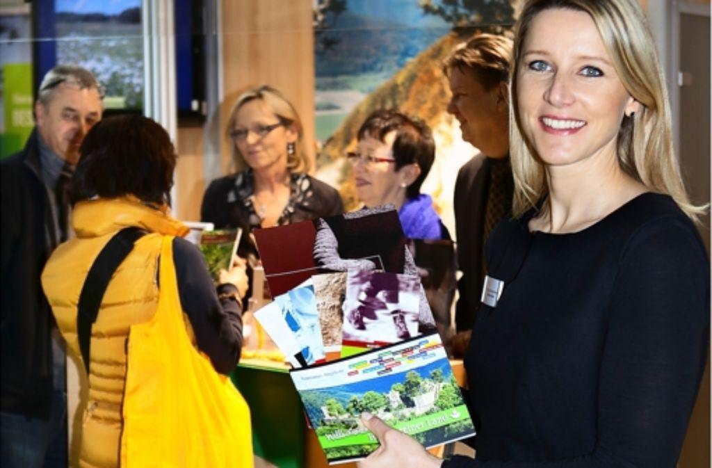 Kristine Bauer hält auf der CMT ein ganzes Wiesensteig-Paket parat. Foto: Horst Rudel