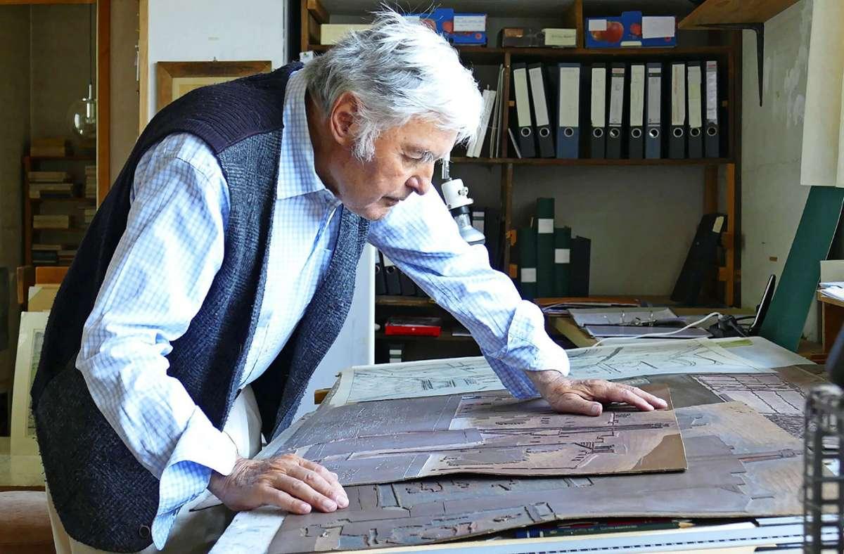 Bis vor einem halben Jahr hat Robert Förch noch künstlerisch gearbeitet, nun machen die Augen nicht mehr mit. Foto: Torsten Schöll