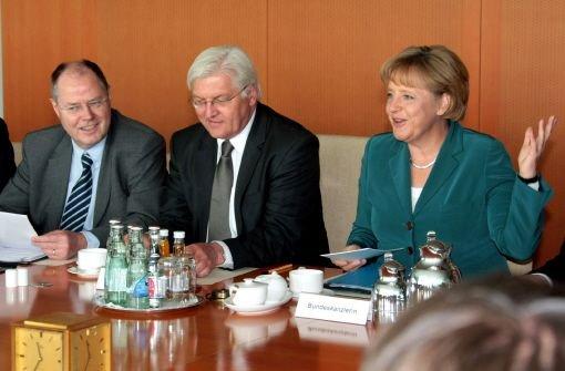 Merkel fällt gegen SPD-Herausforderer ab