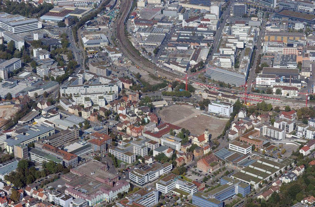 Stuttgart gilt als eine der am dichtesten bebauten Städte der Republik. Dennoch versucht die Stadt, Baulücken für neue Wohnungen zu identifizieren, um den Wohnungsmangel zu lindern. Foto: Werner Kuhnle