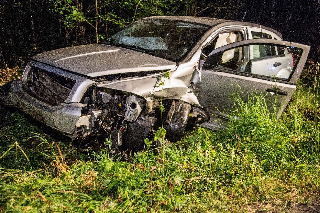 In der Nacht auf Samstag ist es bei Murrhardt-Kirchenkirnberg zu einer Frontalkollision zweier Autos gekommen. Eine Person wurde schwer verletzt. Foto: SDMG