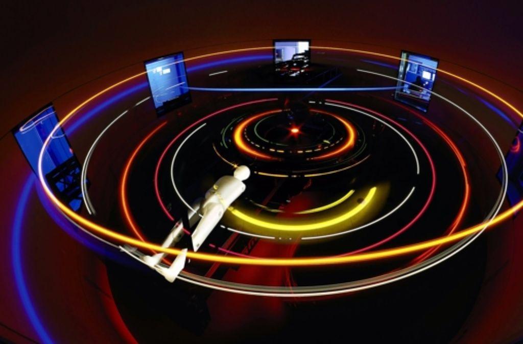 In einer Zentrifuge, die hier mit einem Dummy getestet wird, ließe sich im Weltall Schwerkraft simulieren. Foto: DLR