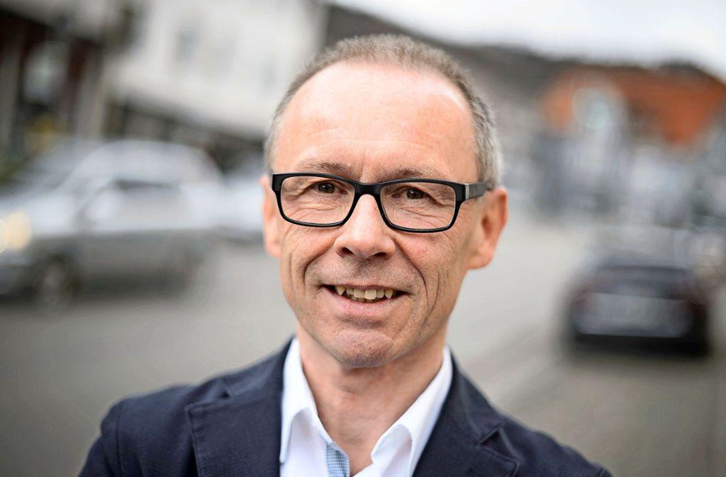 Harry Ebert (AfD) will nicht länger Bürgermeister von Burladingen sein. (Archivbild) Foto: dpa/Sina Schuldt