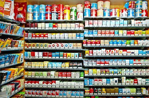 Am helllichten Tag: Zigarettencontainer aus Laden  gestohlen