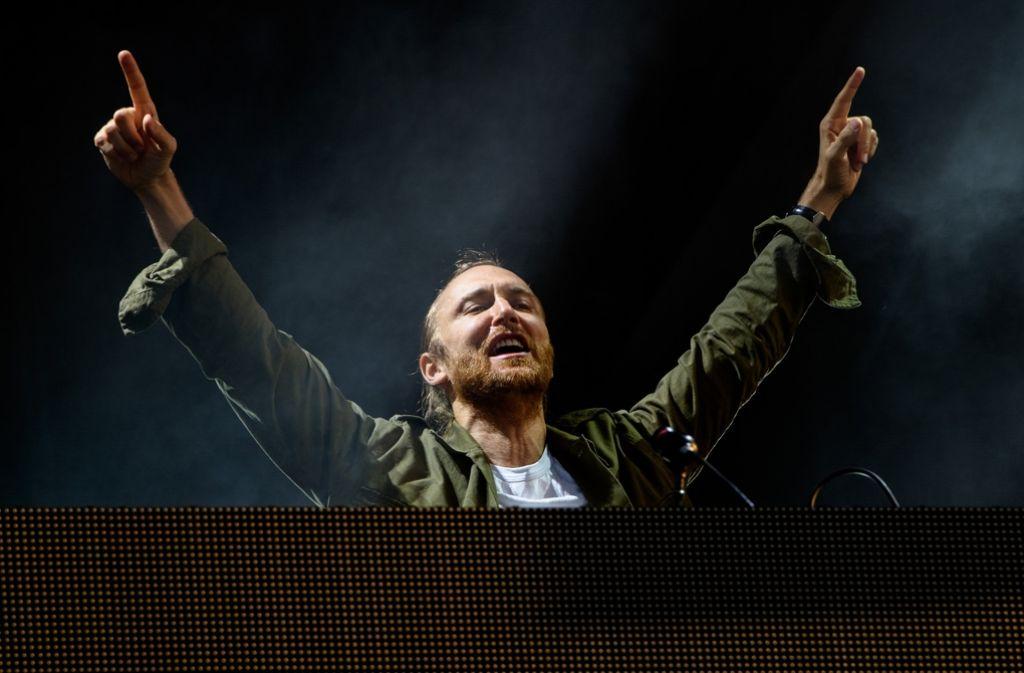 """""""God is a DJ"""" heißt ein bekanntes Lied der Band Faithless. Viele halten den französischen DJ David Guetta tatsächlich für einen Gott. Er liefert das offizielle Lied zur Euro 2016. Foto: AP"""