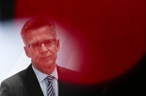 Sportpolitiker kritisieren de Maizière und Niersbach
