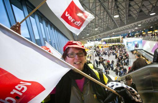 Verdi weitet Streiks am Dienstag auf sechs Flughäfen aus