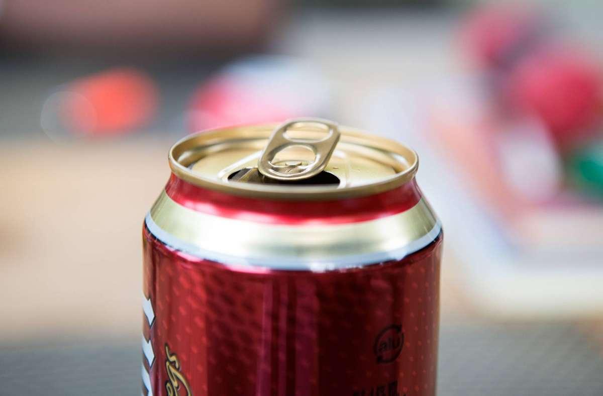 Eine leere Bierdose löste am Mittwochabend einen kuriosen Vorfall aus. (Symbolfoto). Foto: imago images/Eibner