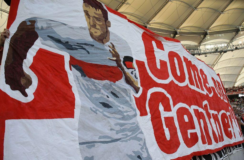 Die Fans des VfB Stuttgart hoffen auf eine baldige Rückkehr ihres Kapitäns Christian Gentner. Foto: Pressefoto Baumann