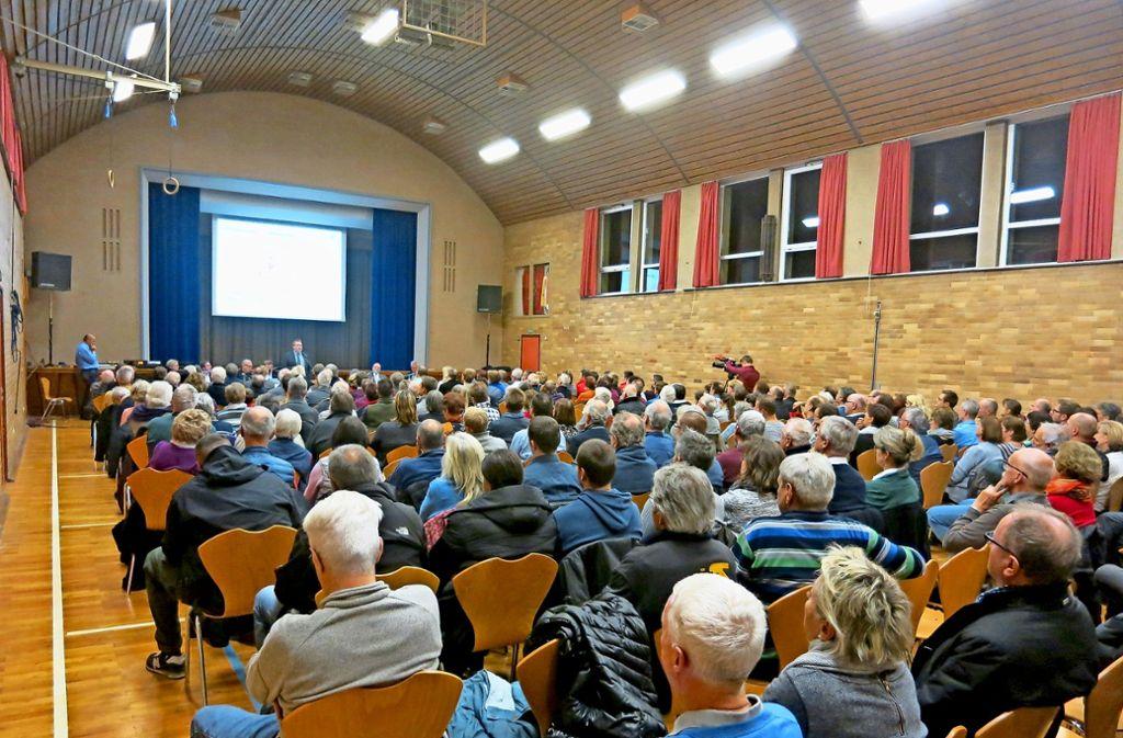 Nicht nur beim Bürgerforum (unser Bild) ist das Interesse groß gewesen. Das geplante Baugebiet im  Dittlau treibt die Bevölkerung in Faurndau  nach wie vor um. Foto: StZ