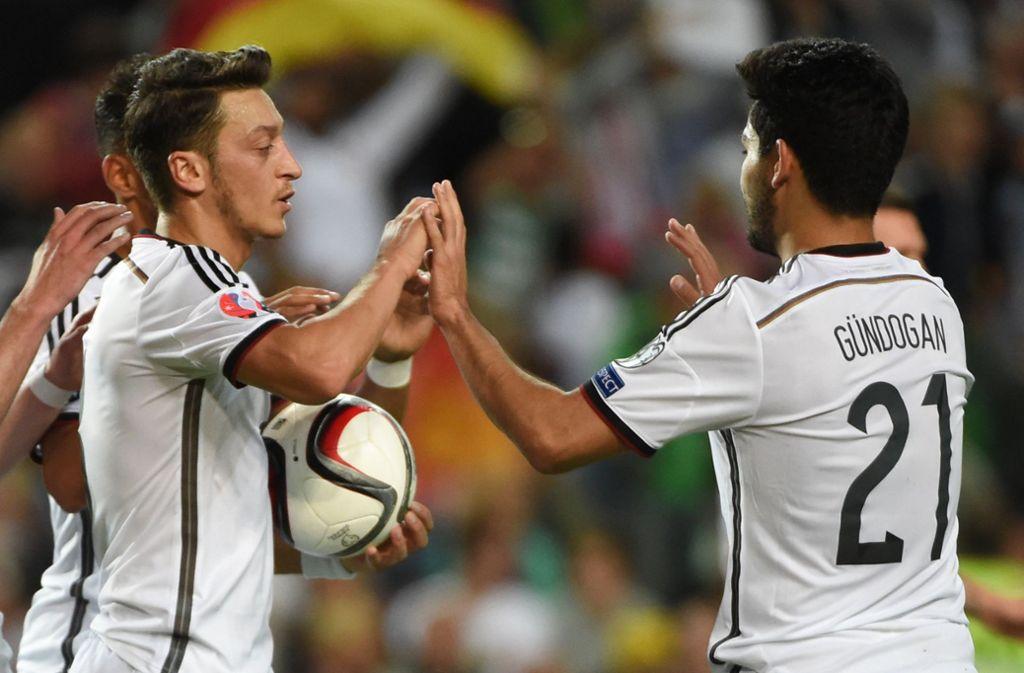 Die Nationalspieler Mesut Özil und Ilkay Gündogan sorgten für Umut. Foto: dpa