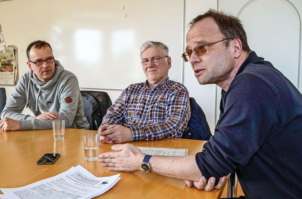 Bahnliebhaber: Hans-Peter Benzing, Erwin Eisenhardt und Hans-Joachim Knupfer. Foto: factum/Jürgen Bach