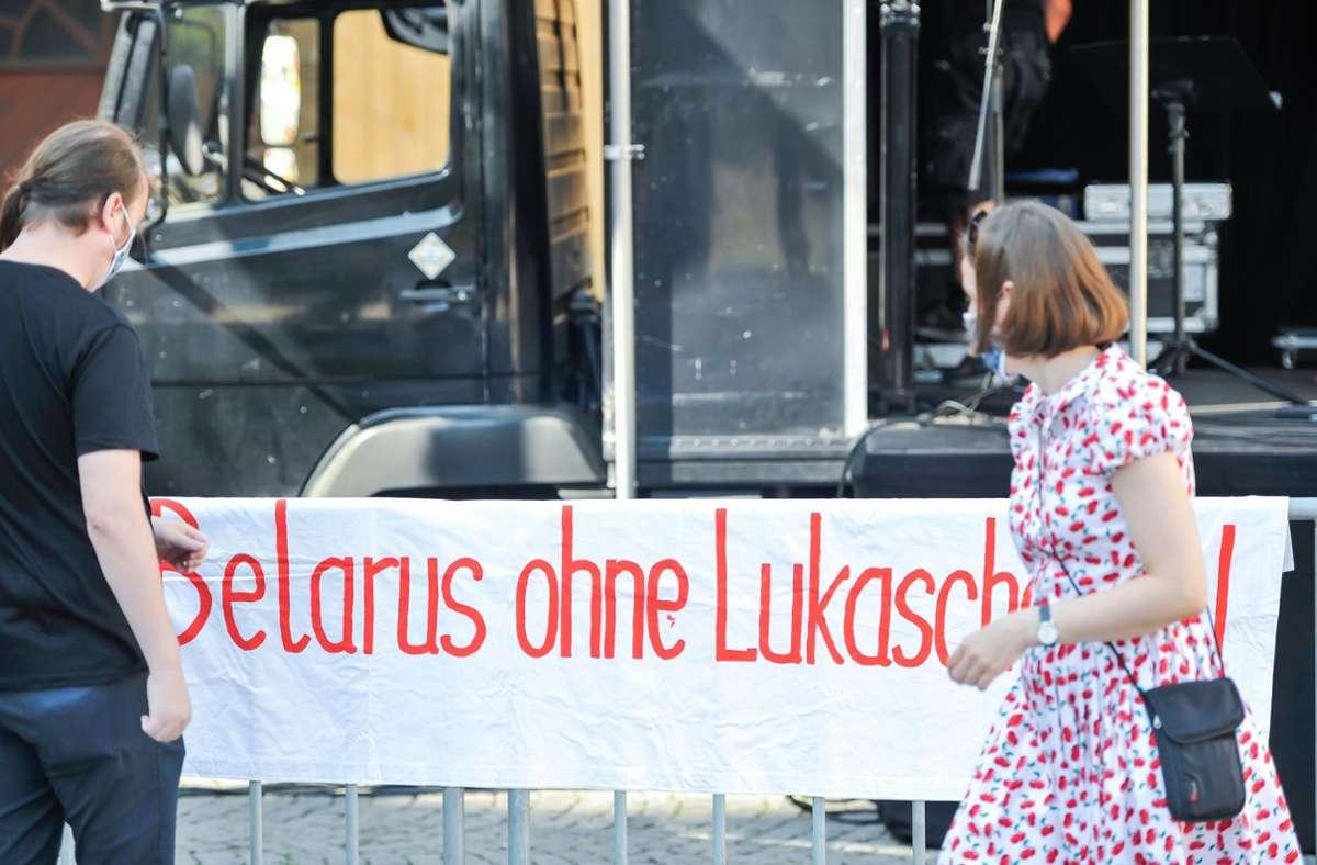 Unterstützer der Stuttgarter Künstlerin und belarussischen  Oppositionellen Maria Kolesnikowa fordern ihre Freilassung aus der Haft. Foto: Lichtgut/Max Kovalenko