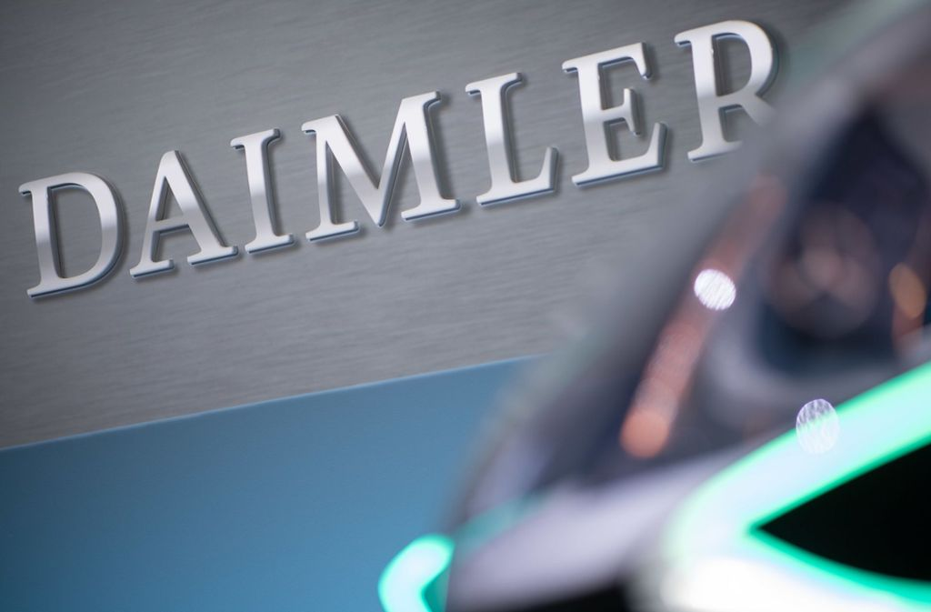 Der Autobauer Daimler verzeichnet weiter einen Rückgang beim Verkauf neuer Autos. Foto: dpa