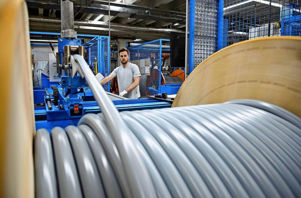 Bei der Firma Lapp Kabel in Möhringen haben sich 1219 Bewerber auf 23 Lehrstellen und duale Studienplätze beworben. Foto: dpa/Sina Schuldt