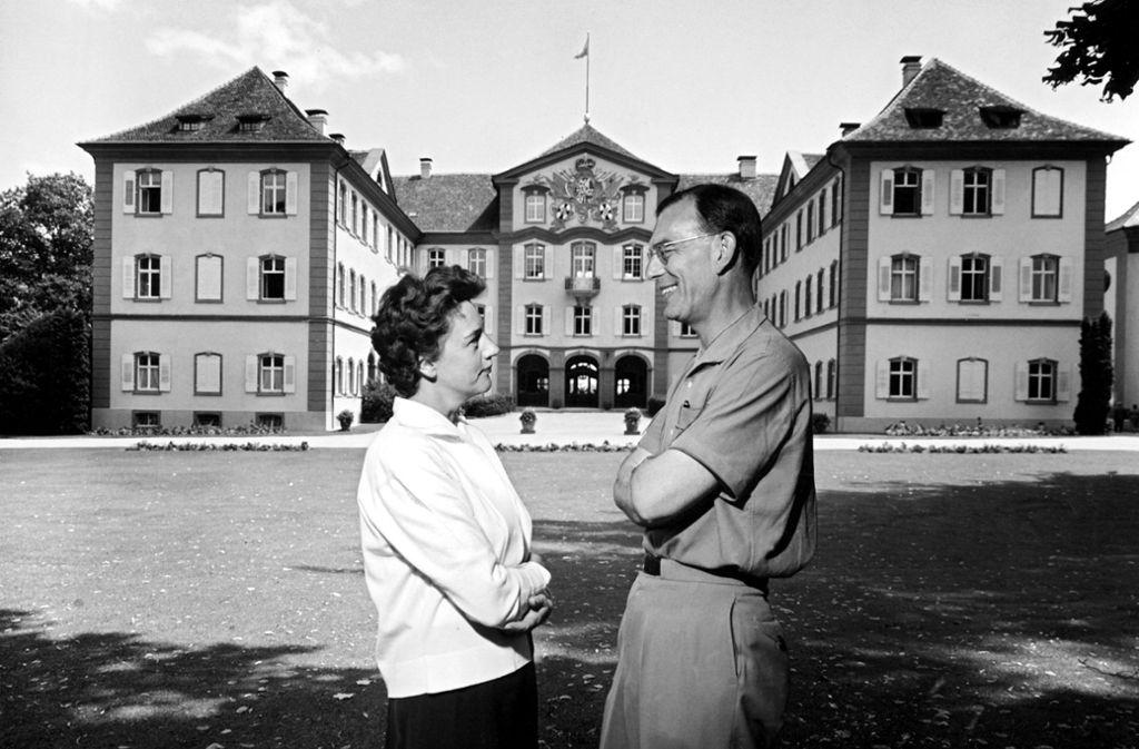 Er holte die Insel Mainau aus dem Dornröschenschlaf und machte sie zu dem Besuchermagneten, der sie heute ist: Graf Lennart Bernadotte mit seiner ersten Frau Karin. Foto: dpa