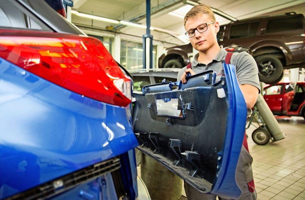 Viele Jugendliche  suchen  sich den Arbeitgeber  in der Autoindustrie. Foto: dpa