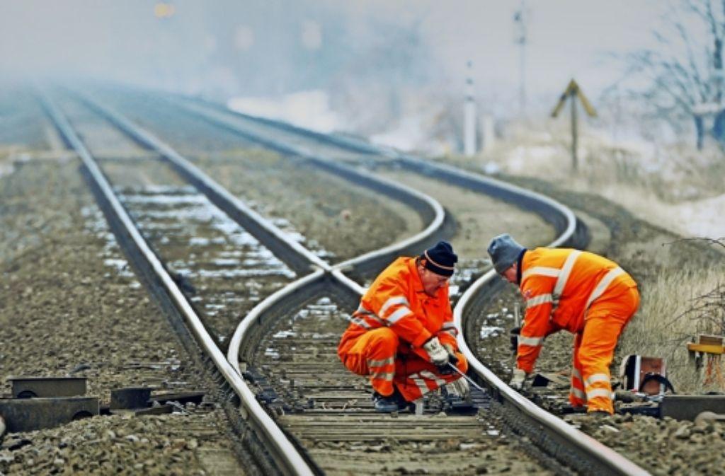 Hat die Bahn die Weichen für die Zukunft richtig gestellt?      Das ist auch Thema des Aufsichtsrats  am  Dienstag. Foto: dapd