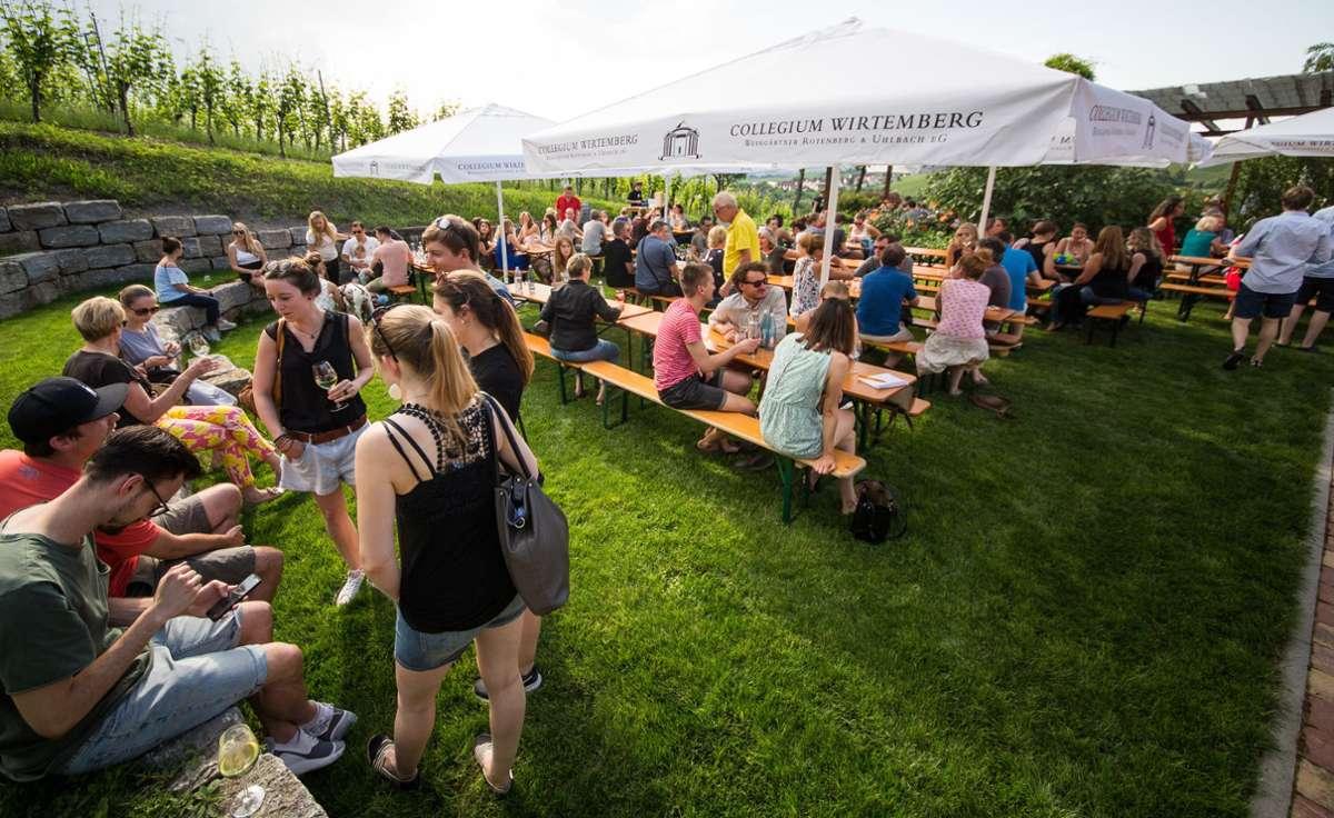 Ein Bild aus Vor-Corona-Zeiten. In diesem Jahr hat das Collegium Wirtemberg das Sunset Wine Tasting abgesagt. Foto: Lg/Schmidt