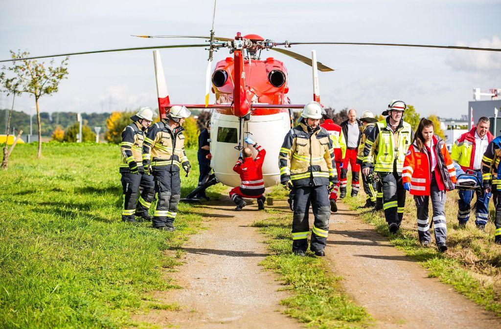 Die Freiwillige Feuerwehr Sachsenheim ist mit sieben Fahrzeugen und 40 Einsatzkräften vor Ort gewesen. Foto: 7aktuell.de/