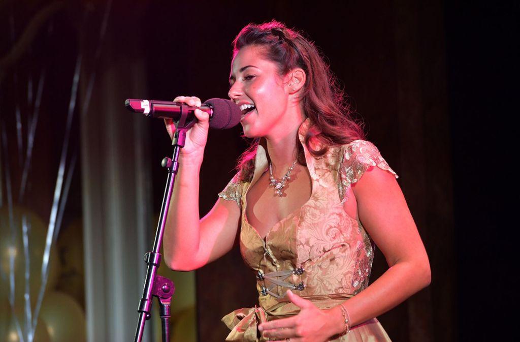 Sarah Lombardi singt dem Modelabel Angermaier ein Geburtstagsständchen. Foto: Getty Images Europe