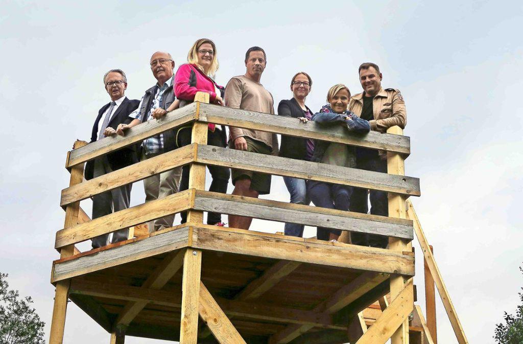 Zum neuen Vorstand gehören: Kurt Lindemeyer, Tanja Lissy, Lars Maier, Miriam Neth-Unger, Tina Babinsky und  Hans-Georg Mai (von links). Ganz links steht Steinenbronns Bürgermeister Johann Singer. Foto: Malte Klein