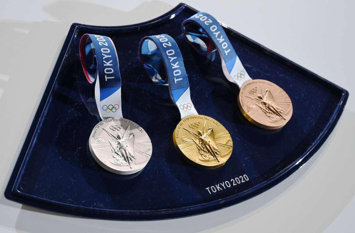 Für die Olympischen Spiele und die Paralympics in Tokio  wurden  5000 Medaillen produziert. Wobei nicht alles Gold ist, was bei den Siegerehrungen glänzen wird. Foto: imago/Kenjiro Matsuo