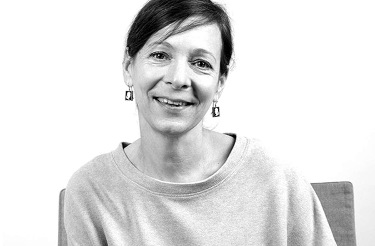 Die Schmuckgestalterin Anja Schimers arbeitet mit der Textildesignerin Sarah Schrof und der Künstlerin Hannah Zenger in der Ateliergemeinschaft Werkraum 18. Die will in der Coronapandemie auch darstellenden Künstlern eine Plattform bieten. Foto: Sarah Schrof