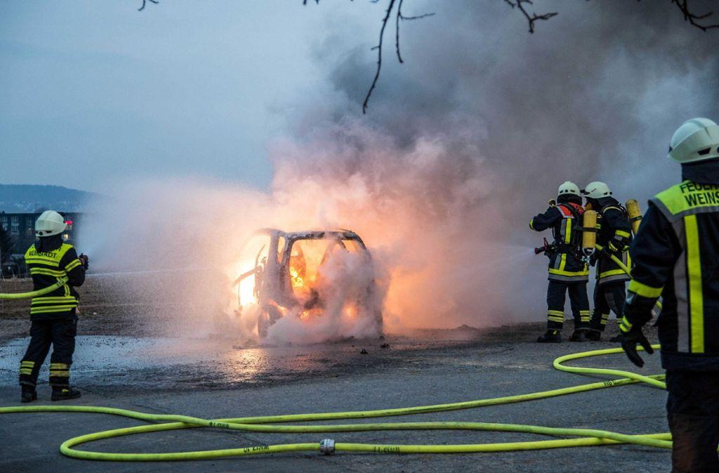Ein Smartfahrer hatte bemerkt, dass im Kofferraum ein Feuer ausgebrochen war. Foto: SDMG