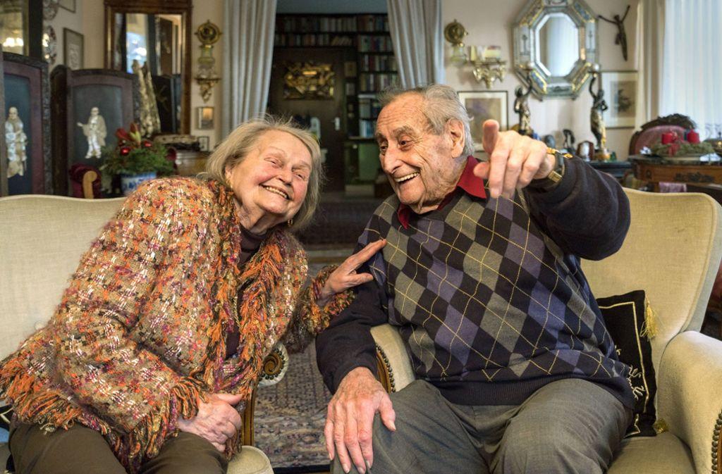 Die beiden Schauspieler Trudel Wulle und Walter Schultheiß, die schon zu Lebzeiten Legenden sind,    feiern am Montag ihre Gnadenhochzeit. Foto: Factum/Weise